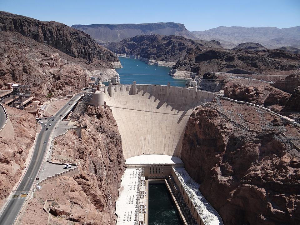 Hoover Dam v Las Vegas